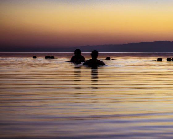swimming-at-the-dead-sea-MY2UU3L (1)